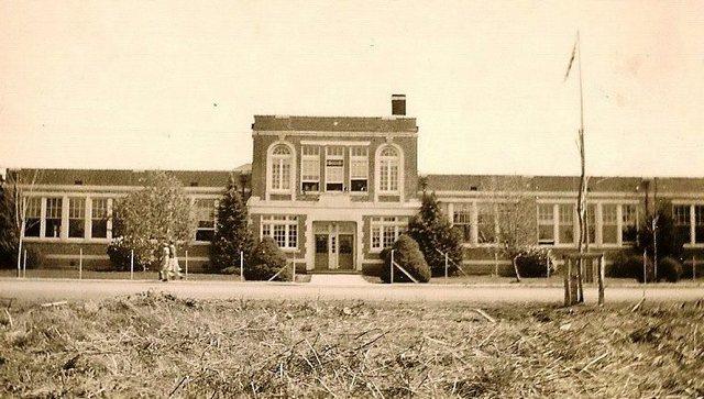 6cb4a4903dccae 1930-1999-High-School-Reunion.jpg